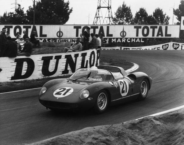 Le Mans, France. 15th - 16th June 1963.Ludovico Scarfiotti/Lorenzo Bandini (Ferrari 250P), 1st position, action. World Copyright: LAT Photographic.Ref:  B/WPRINT.