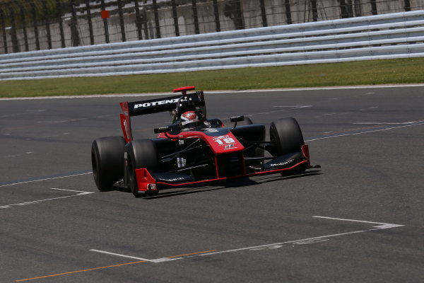 2014 Super Formula Series. Fuji, Japan. 17th - 18th May 2014. Rd 2. Race 1 - Winner Joao Paulo de Oliveira ( #19 Lenovo TEAM IMPUL SF14 ) action World Copyright: Yasushi Ishihara / LAT Photographic. Ref: 2014SF_Rd2_006.JPG