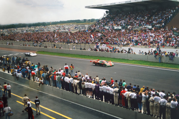 Le Mans, France. 22 - 23 June 1991. Volker Weidler/Johnny Herbert/Bertrand Gachot (Mazda 787B), 1st position, action.  World Copyright: LAT Photographic. Ref: 91LM06.