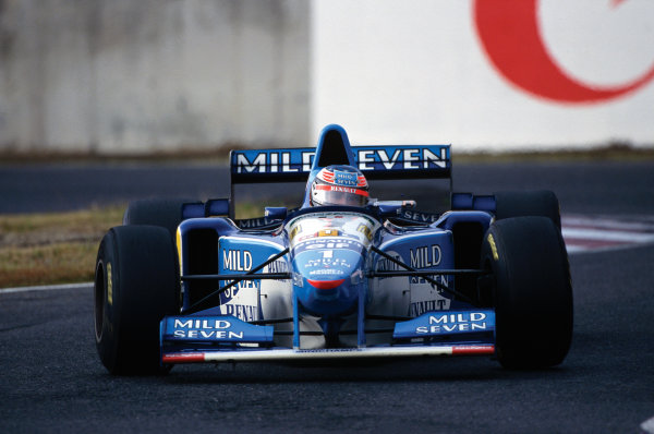 Suzuka, Japan. 27-29 October 1995. Michael Schumacher (Benetton B195 Renault) 1st position, action.  World Copyright: LAT Photographic. Ref:  95 JAP 03.