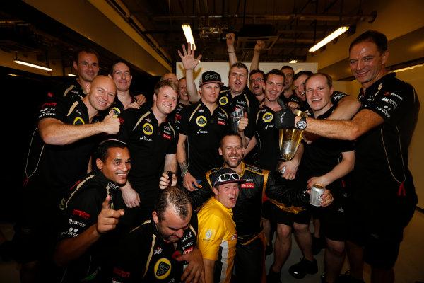 Yas Marina Circuit, Abu Dhabi, United Arab Emirates Sunday 4th November 2012. Kimi Raikkonen, Lotus GP, 1st position, celebrates victory with his team. World Copyright:Andrew Ferraro/  ref: Digital Image _79P4137