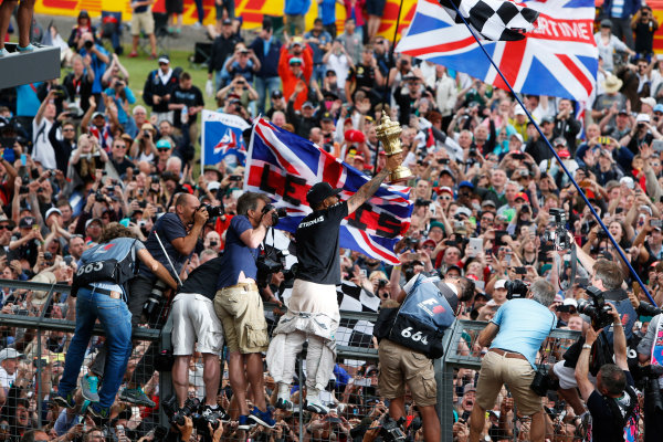 Silverstone Circuit, Northamptonshire, England. Sunday 5 July 2015. Lewis Hamilton, Mercedes AMG, 1st Position, celebrates with the fans. World Copyright: Andrew Ferraro/LAT Photographic ref: Digital Image _FER0490