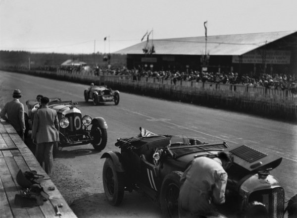 Le Mans, France. 15th - 16th June 1929.Bernard Rubin/Earl Howe (Bentley 4 5 Litre), retired, in the pits, action. World Copyright: LAT Photographic.Ref:  Autocar Glass Plate B2074.