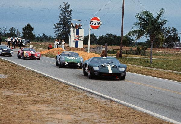 Sebring, Florida, USA.26th March 1966.Innes Ireland/Peter Sutcliffe (Ford GT40), retired, leads Udo Schutz/Dieter Glemser (Porsche 904 GTS), retired, action. World Copyright - LAT Photographicref: 2005