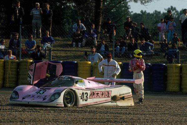 Le Mans, France. 20th - 21st June 1990.Manuel Reuter/James Weaver/J J. Lehto (Porsche 962C), retired, in the gravel, action. World Copyright: LAT Photographic.Ref:  90LM15.