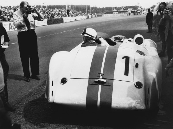 Le Mans, France. 14th - 15th June 1952 Briggs Cunningham/William Spear (Cunningham C4-R Chrysler), 4th position, pit stop and driver change, action. World Copyright: LAT Photographic Ref: 4585B - 8.