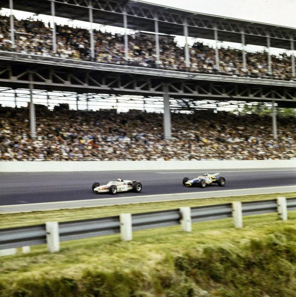 Bobby Unser, Gordon Van Liew, Huffaker Offenhauser, leads Joe Leonard, All American Racers, Eagle Mk2 Ford.