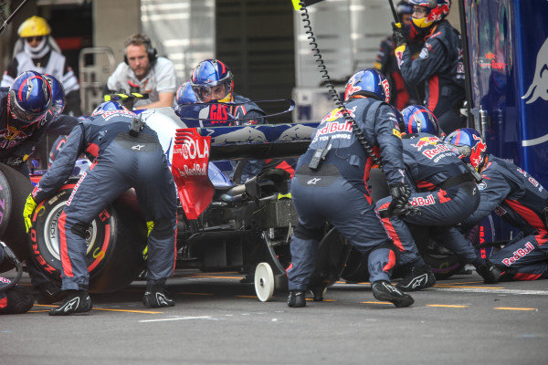Pierre Gasly (FRA) Scuderia Toro Rosso STR12 makes a pitstop at Formula One World Championship, Rd18, Mexican Grand Prix, Race, Circuit Hermanos Rodriguez, Mexico City, Mexico, Sunday 29 October 2017.