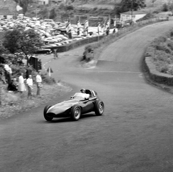 1958 German Grand Prix.Nurburgring, Germany.1-3 August 1958.Tony Brooks (Vanwall) 1st position.Ref-2275.World Copyright - LAT Photographic