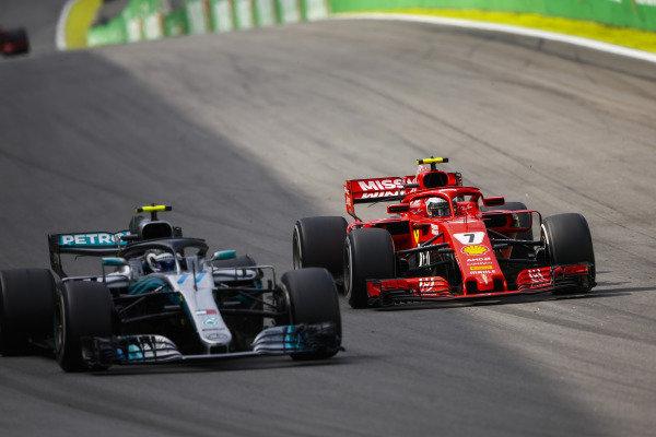 Kimi Raikkonen, Ferrari SF71H, challenges Valtteri Bottas, Mercedes AMG F1 W09.