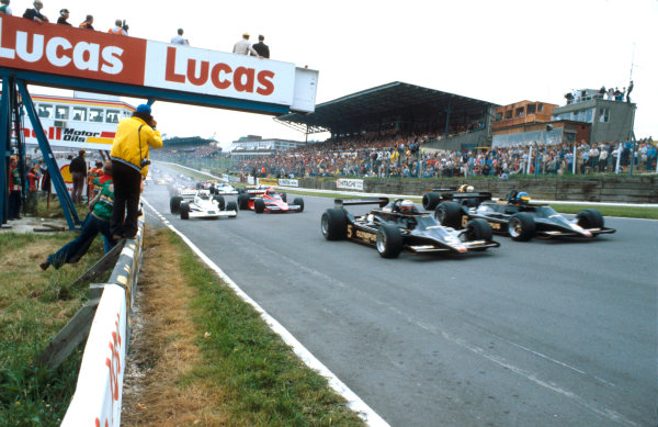 1978 British Grand Prix.Brands Hatch, England.14-16 July 1978.Mario Andretti and Ronnie Peterson (both Lotus 79 Ford's) lead the field away at the start.Ref-78 GB 12.World Copyright - LAT Photographic