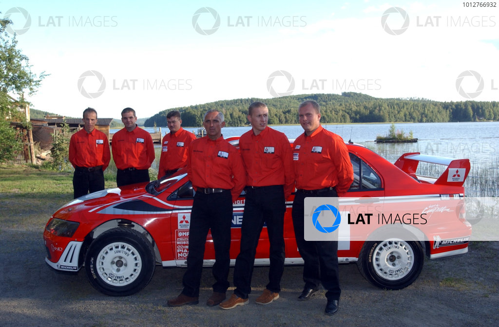 2002 World Rally Championship.Neste Rally Finland, Jyvaskyla Finland, August 8-11th.The Mitsubishi drivers and co-drivers pose with the Step 2 version of the Lancer WRC.Photo: Ralph Hardwick/LAT
