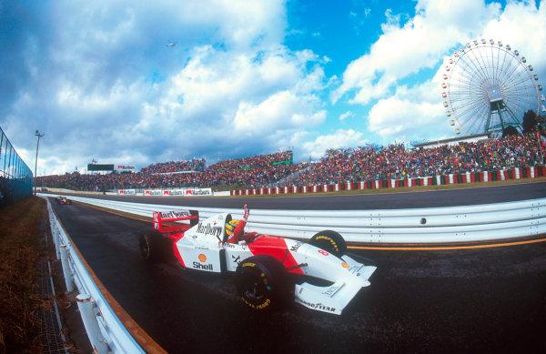 1993 Japanese Grand Prix.Suzuka, Japan.22-24 October 1993.Ayrton Senna (McLaren MP4/8 Ford) celebrates his Grand Prix victory coming down the pit lane.Ref-93 JAP 07.World Copyright - LAT Photographic