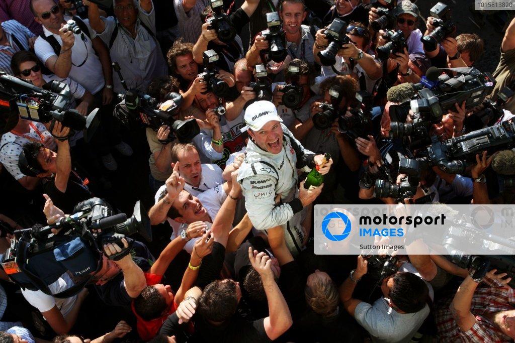 Race winner Rubens Barrichello (BRA) Brawn Grand Prix celebrates with the team. Formula One World Championship, Rd 13, Italian Grand Prix, Race, Monza, Italy, Sunday 13 September 2009.