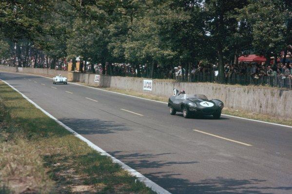 1957 Le Mans 24 hours. Le Mans, France. 22-23 June 1957. Duncan Hamilton/Masten Gregory (Jaguar D-type), 6th position. World Copyright: LAT Photographic Ref: 57LM02