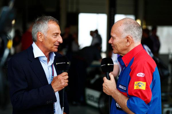Williams 40 Event Silverstone, Northants, UK Friday 2 June 2017. Riccardo Patrese talks to former Williams team manager Peter Windsor. World Copyright: Sam Bloxham/LAT Images ref: Digital Image _J6I6681