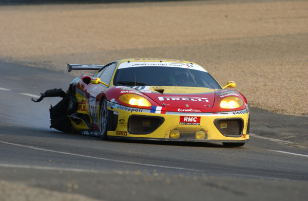 2003 Le Mans 24 HoursLe Mans, France. 12th June 2003The Ferrari GT of Terrien/De Simone/Babini, looses its right left rear tyre.World Copyright: Jeff Bloxham/LAT Photographicref: Digital Image Only