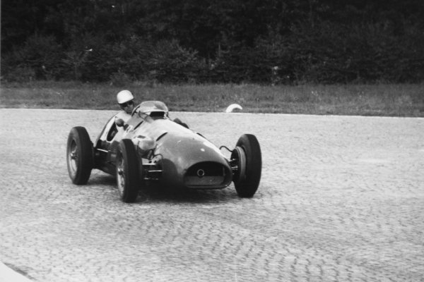 1952 Italian Grand Prix.Monza, Italy. 7 September 1952.Andre Simon (Ferrari 500), 6th position. Ref-52/50 #32A.World Copyright - LAT Photographic