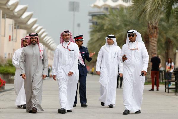 Bahrain International Circuit, Sakhir, Bahrain Thursday 31 March 2016. Guest in the Bahrain paddock. World Copyright: Sam Bloxham/LAT Photographic ref: Digital Image _R6T4535