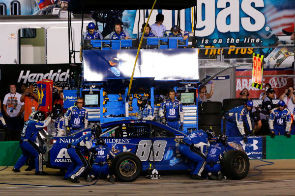 7-9 July, 2016, Sparta, Kentucky USA Dale Earnhardt Jr pit stop ?2016, Russell LaBounty LAT Photo USA