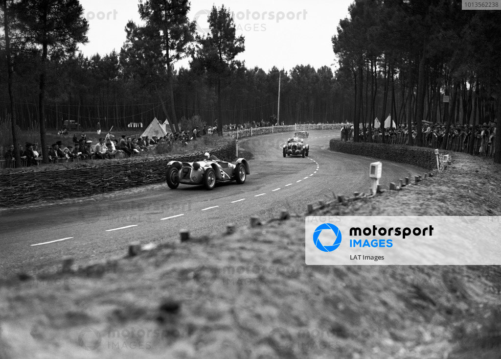 Le Mans, France. 19th June 1938.Franco Comotti/Albert Divo (Delahaye 145), retired, leads Philippe Etancelin/Luigi Chinetti (Talbot), retired, action. World Copyright: LAT Photographic.Ref:  Autocar Glass Plate
