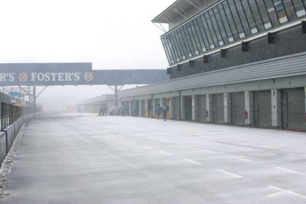 Testing is curtailed due to snow.Formula One Testing, Silverstone, England, 22 February 2005.DIGITAL IMAGE