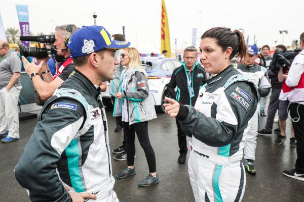 Teammates Katherine Legge (GBR), Rahal Letterman Lanigan Racing and Bryan Sellers (USA), Rahal Letterman Lanigan Racing chat after the race