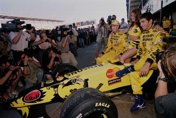 1998 Spanish Grand Prix.Catalunya, Barcelona, Spain.8-10 May 1998.(L-R) Ralf Schumacher, the model Jordan and Damon Hill pose for photographers with the Jordan 198-Mugen Honda.World Copyright - Steve Etherington/LAT Photographic