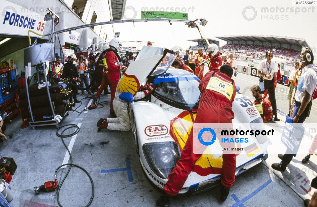 Hans-Joachim Stuck Jr / Danny Sullivan / Thierry Boutsen, Le Mans Porsche Team, Dauer Porsche 962 GT LM, makes a pitstop.