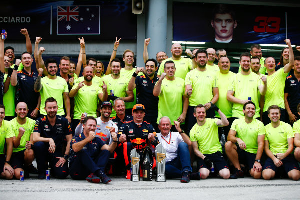 Sepang International Circuit, Sepang, Malaysia. Sunday 1 October 2017. Max Verstappen, Red Bull, 1st Position, Daniel Ricciardo, Red Bull Racing, 3rd Position, Christian Horner, Team Principal, Red Bull Racing, Helmut Markko, Consultant, Red Bull Racing, and the Red Bull team celebrate. World Copyright: Andrew Hone/LAT Images  ref: Digital Image _ONZ0506