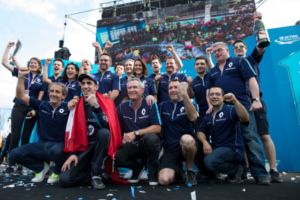 2016/2017 FIA Formula E Championship. Buenos Aires ePrix, Buenos Aires, Argentina. Saturday 18 February 2017. Sebastien Buemi (9, Renault e.dams) celebrates with Alain Prost, Jean Paul Driot and the rest of the team. Photo: Alastair Staley/LAT/Formula E ref: Digital Image _79P1091