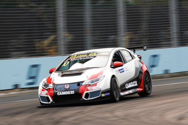 2015 TCR International Series Round 9. Marina Bay Circuit, Singapore. Friday 18 September 2015. Gianni Morbidelli, No.10 Westcoast Racing. World Copyright: Sam Bloxham/LAT Photographic. ref: Digital Image _G7C3315