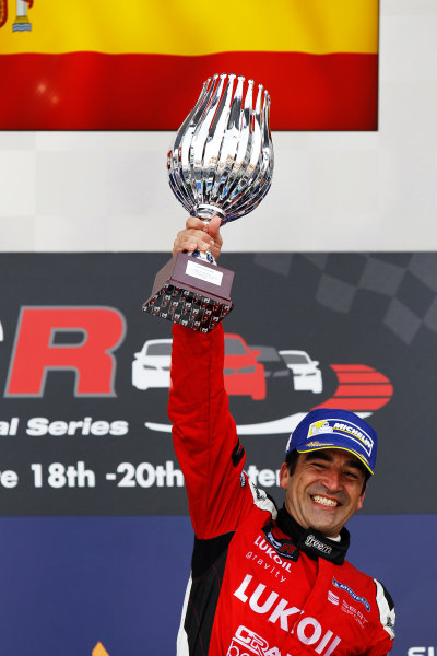2015 TCR International Series Round 9. Marina Bay Circuit, Singapore. Sunday 20 September 2015. Jordi Gene, No.88 Team Craft-Bamboo LUKOIL, lifts his trophy on the podium. World Copyright: Sam Bloxham/LAT Photographic. ref: Digital Image _G7C4003