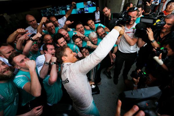 Shanghai International Circuit, Shanghai, China. Sunday 17 April 2016. Nico Rosberg, Mercedes AMG, 1st Position, takes a photo with his team. World Copyright: Sam Bloxham/LAT Photographic ref: Digital Image _R6T1930