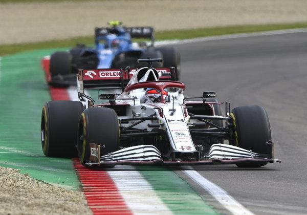Kimi Raikkonen, Alfa Romeo Racing C41, leads Esteban Ocon, Alpine A521