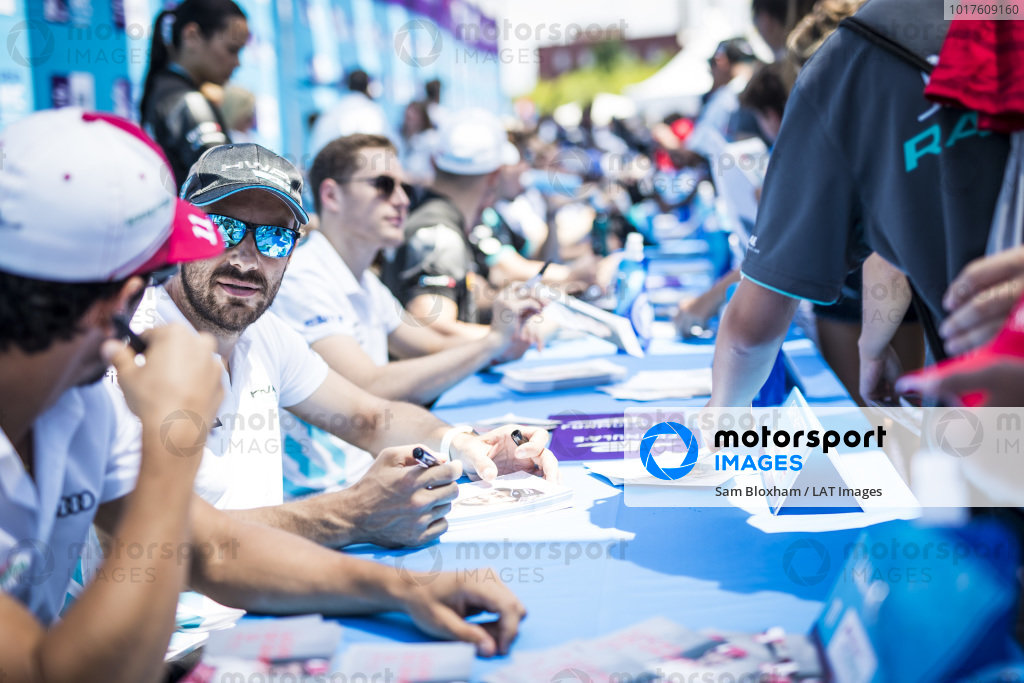 Gary Paffett (GBR), HWA Racelab at the autograph session