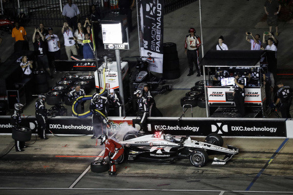 Simon Pagenaud, Team Penske Chevrolet, pit stop
