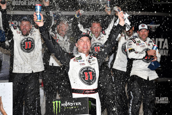 Monster Energy NASCAR Cup Series Folds of Honor Quik Trip 500 Atlanta Motor Speedway, Hampton, GA USA Sunday 25 February 2018 Kevin Harvick, Stewart-Haas Racing, Jimmy John's Ford Fusion, celebrates in victory lane. World Copyright: Rusty Jarrett NKP / LAT Images