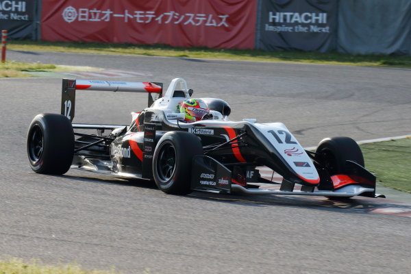 2017 Japanese Formula 3 Championship. Suzuka, Japan. 22nd - 23rd April 2017. Rd 4 & 5. 2nd position Alex Palou ( #12 ThreeBond Racing with DRAGO CORSE ) action World Copyright: Yasushi Ishihara / LAT Images. Ref: 2017JF3_Rd4_005