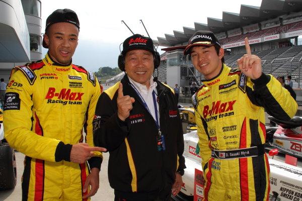 2016 Japanese Formula 3 Championship Fuji, Japan. 14th-15th May 2016. Rd 3 & 4. Winner Daiki Sasaki  ( #21 B-MAX NDDP F3 ) and 2nd position Jann Mardenborough ( #22 B-MAX NDDP F3 ) in parc ferme.  World Copyright: Hideaki Kobayashi/LAT Ref: (filenamebase}