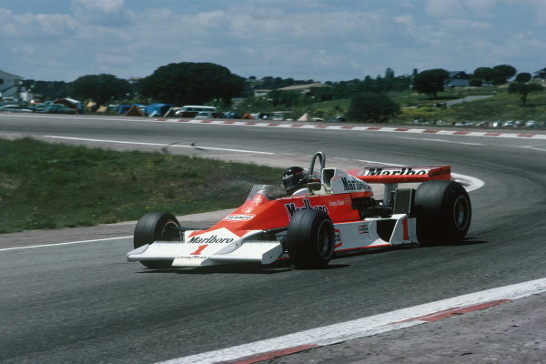 Jarama, Madrid, Spain. 6th - 8th May 1977.James Hunt (McLaren M26-Ford), retired, action. World Copyright: LAT Photographic.Ref:  77ESP05