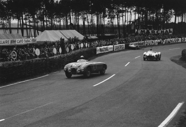 Le Mans, France. 12th - 13th June 1954 Andre Guelfi/Jacques Pollet (Gordini T30S), 6th position, action. World Copyright: LAT Photographic Ref: 191 - 36.