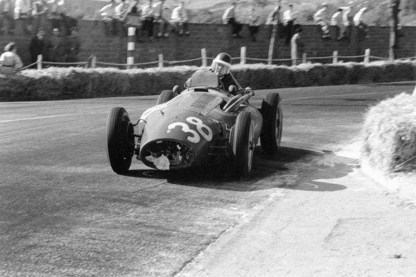 1954 Spanish Grand Prix. Pedralbes, Barcelona, Spain. 24 October 1954. Mike Hawthorn (Ferrari 553 Squalo), 1st position. Ref:54-256/22. World Copyright - LAT Photographic
