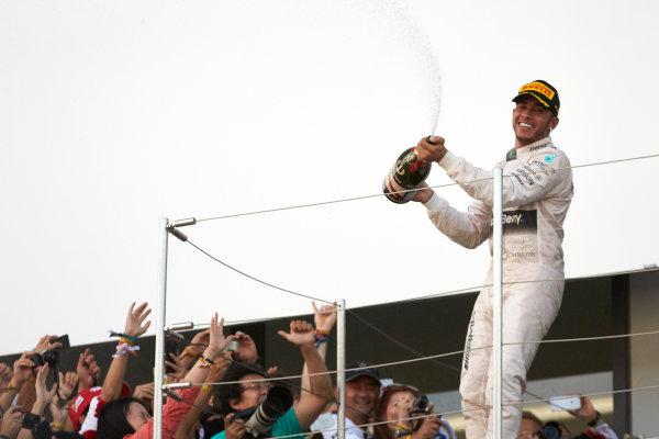 Suzuka Circuit, Suzuka, Japan.  Sunday 27 September 2015. Lewis Hamilton, Mercedes AMG, 1st Position, sprays Champagne from the podium. World Copyright: Steve Etherington/LAT Photographic ref: Digital Image SNE29003