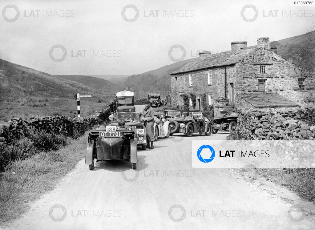 June 1933.A line of cars wait on the Trial including drivers, M H. (Mort) Morris-Goodall, A H. Langley, J D. Barnes, J.R H. Baker and H A. Hardwick-Sewell, with Austin Singer and 30-98 Vauxhall cars.World Copyright: LAT PhotographicRef: Autocar Glass Plate C0615C0615 jpg