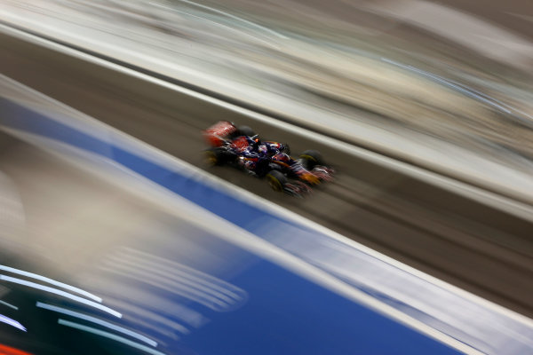 Yas Marina Circuit, Abu Dhabi, United Arab Emirates. Sunday 29 November 2015. Max Verstappen, Toro Rosso STR10 Renault. World Copyright: Jed Leicester/LAT Photographic ref: Digital Image _L1_2472