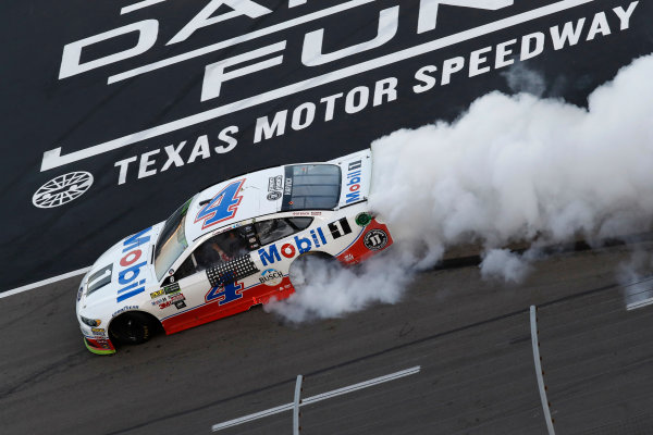 Monster Energy NASCAR Cup Series AAA Texas 500 Texas Motor Speedway Fort Worth, TX USA Sunday 5 November 2017 Kevin Harvick, Stewart-Haas Racing Rodney, Mobil 1 Ford Fusion, burnout World Copyright: Michael L. Levitt LAT Images