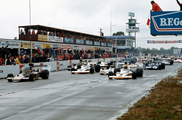 Mosport Park, Ontario, Canada. 21-23 September 1973. Ronnie Peterson (Lotus 72D Ford), retired, leads Peter Revson (McLaren M23 Ford), 1st position, off the front row of the grid at the start. Action. World Copyright: LAT Photographic.Ref: 73 CAN 14.