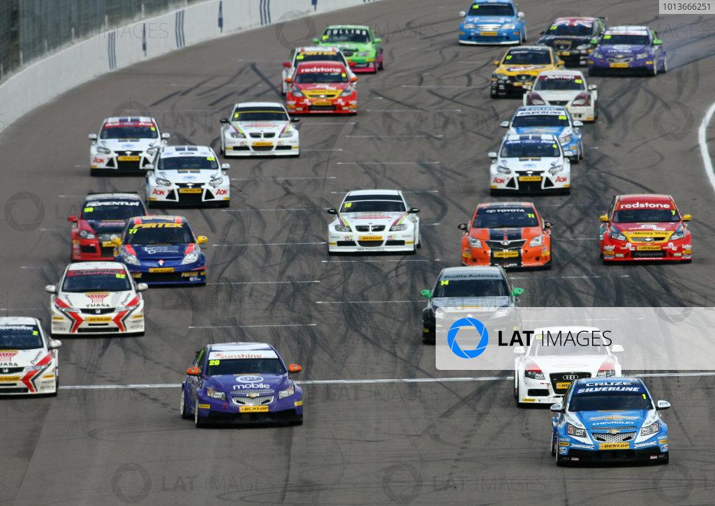 Rockingham, Northamptonshire. 17th - 18th September 2011.Race Start - Jason Plato (GBR) Team Silverline Chevrolet Cruze leads.World Copyright: Ebrey/LAT Photographic.