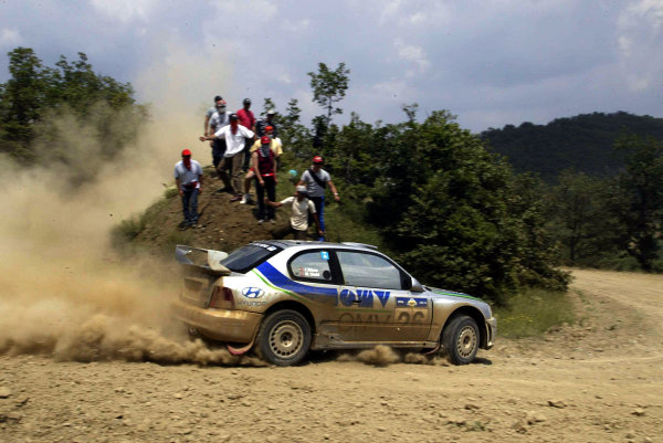 Manfred St-hl in action in the Hyundai Accent WRC03, Acropolis Rally 2003.Photo: McKlein/LAT